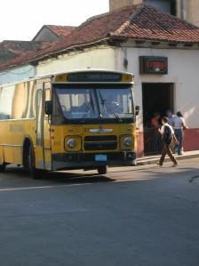 Er rijden veel afgedankte bussen uit Nederland