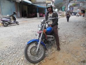 Een toevallige ontmoeting kan ook leiden tot een rondleiding op de motor in de omgeving