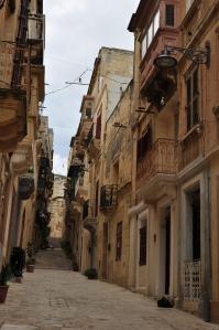 Op Malta zijn onnoemelijk veel leuke oude straatjes en steegjes.