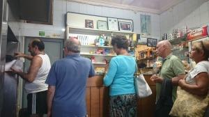 In de rij voor de beste pastizze van Malta.